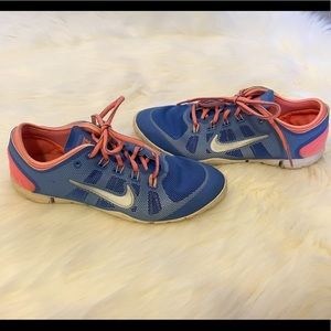Nike Training Shoes Sneakers 7.5